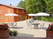 Farmhouse il Castello - holiday apartments in the Tuscan wine and oil countryside.