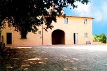 Tortori Italian holiday rental apartments in Tuscany. Vacation accommodation close to Florence.