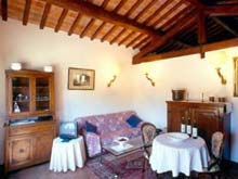 Italian holiday rental apartments in Tuscany, close to Cortona. Vacation lodging in apartments for four people, swimming pool.